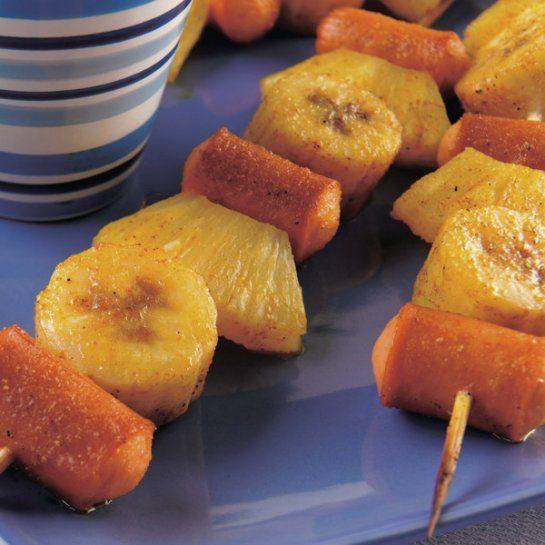 Špízy s ovocím a párkami |
