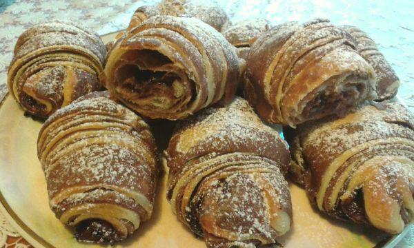 Dvojfarebné nutellové croissanty |