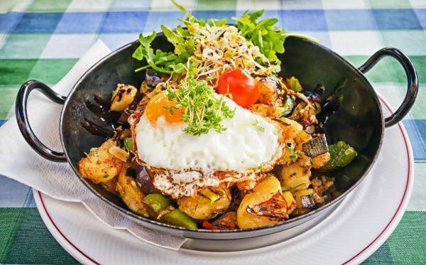 Opekaná zelenina s vajcami |