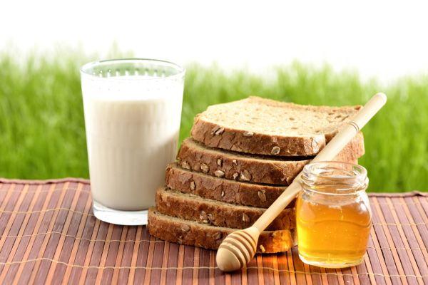 Medové chladené mlieko s medom |