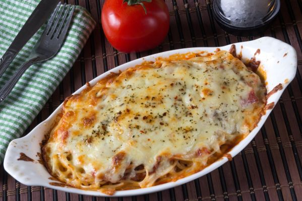 Zapečené špagety s údeným mäsom |