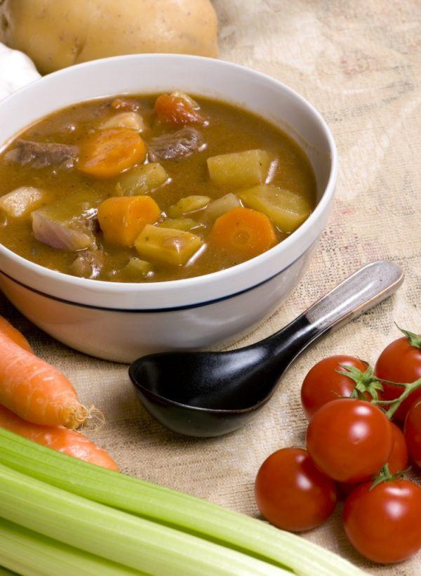 Hovädzia polievka so zemiakmi a kelom |