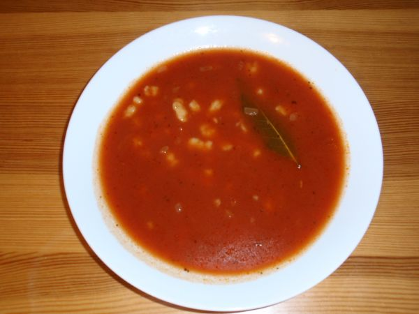 Paradajková polievka s krupicovými haluškami |