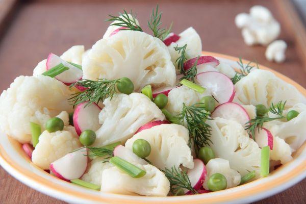 Karfiolový šalát s reďkovkami |