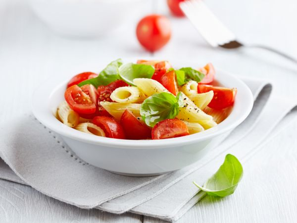 Cestoviny s paradajkami a bazalkou  