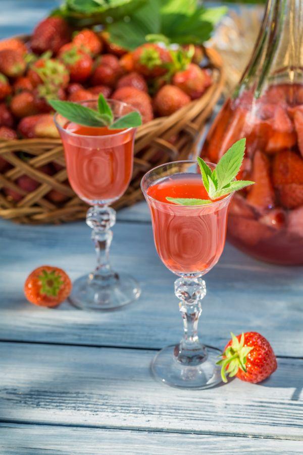 Medový jahodový likér |