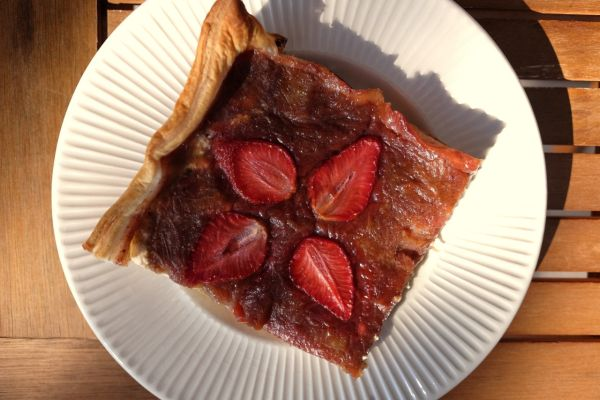 Rebarborový koláč s jahodami |