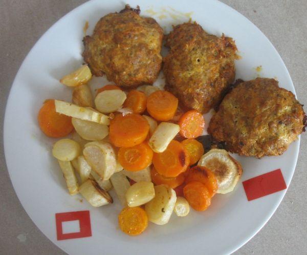 Zelerovo-mäsové fašírky s pečenou zeleninou |