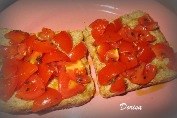 Toastový chlebík s paradajkami |