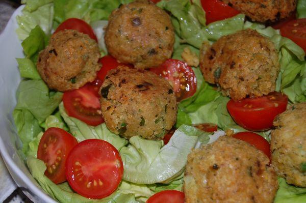 Cícerové fašírky (Falafel) so šalátom |