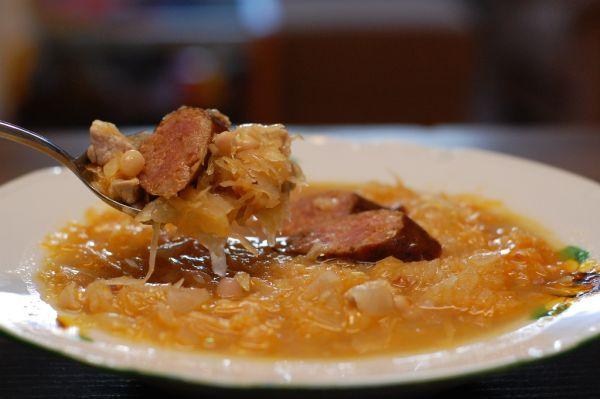 Kapustovo fazuľová polievka s klobáskou |