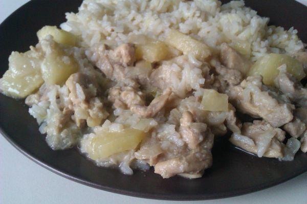 Kuracie mäso s kokosom a ananásom |
