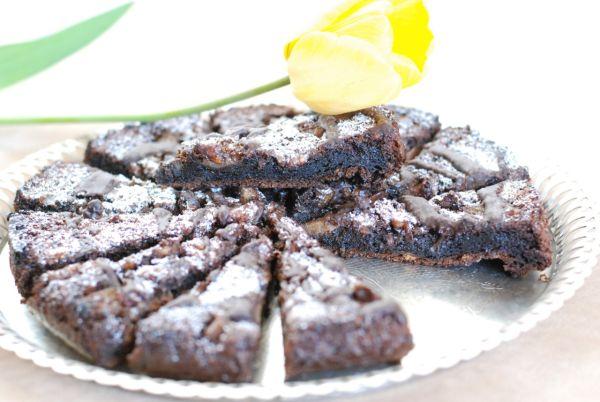 Čokoládový hruškový koláč s orechmi |