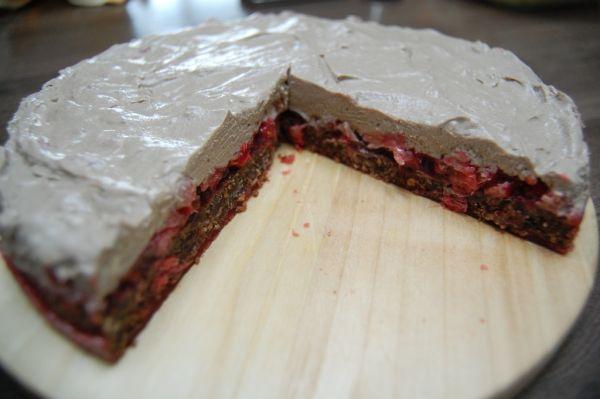 Sušienková torta s flambovaným ovocím |