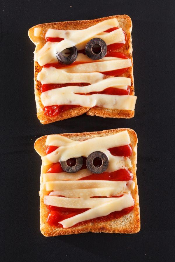 Halloweensky obložený chlebík Múmia |