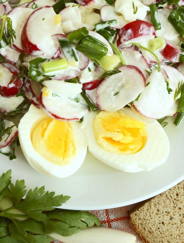Reďkovkový šalát s vajcami a smotanou |