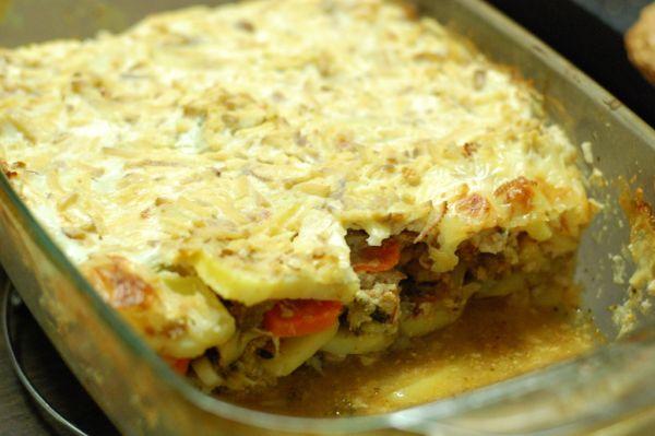 Zapekané zemiaky s brokolicou a opekaným mäskom ...