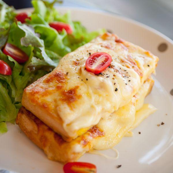 Bravčové rezne so syrom a smotanou |