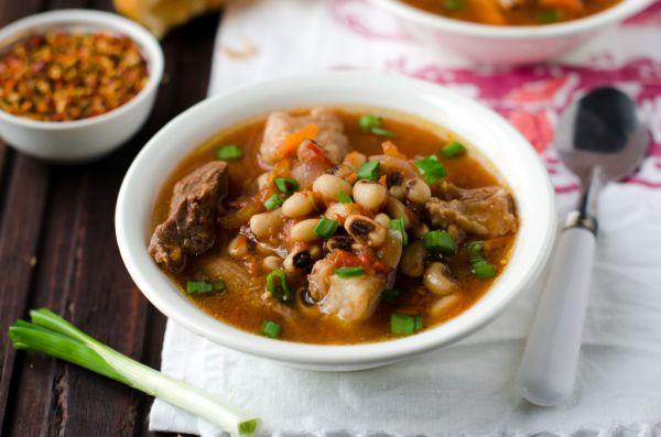 Tradičná bulharská fazuľová polievka (čorba) |