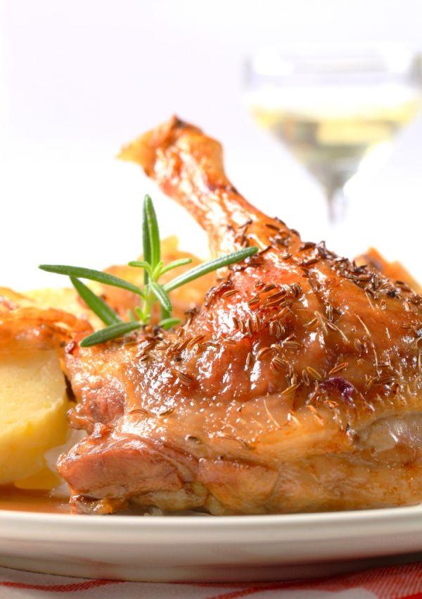 Kačica so zemiakmi na rozmaríne |