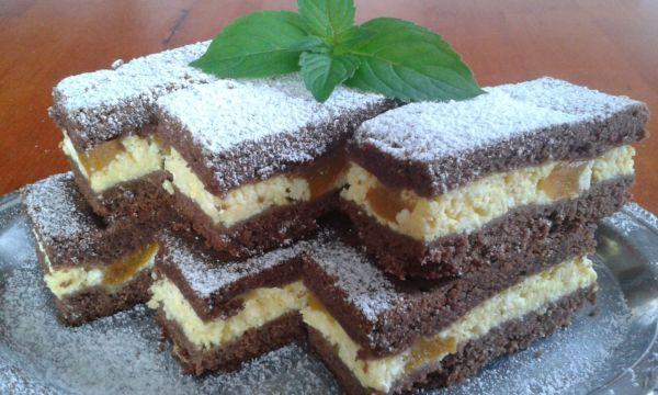 Krehký tvarohový koláč s broskyňami |