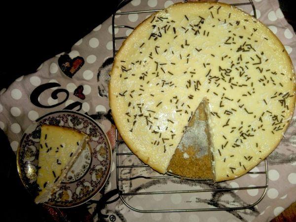Tvarohový koláč alá cheesecake s broskyňami |
