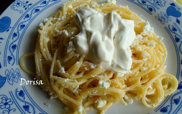 Špagety s tvarohom a kyslou smotanou |
