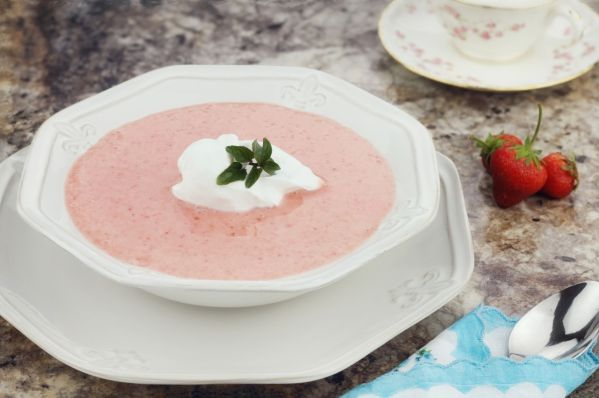 Jahodová polievka z jahodového pribináčika  