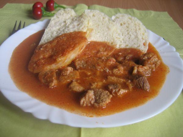 Bravčové mäso na maďarský spôsob |