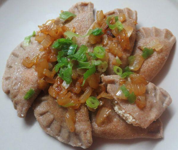 Špaldové pirohy s pažitkovou tofu plnkou |