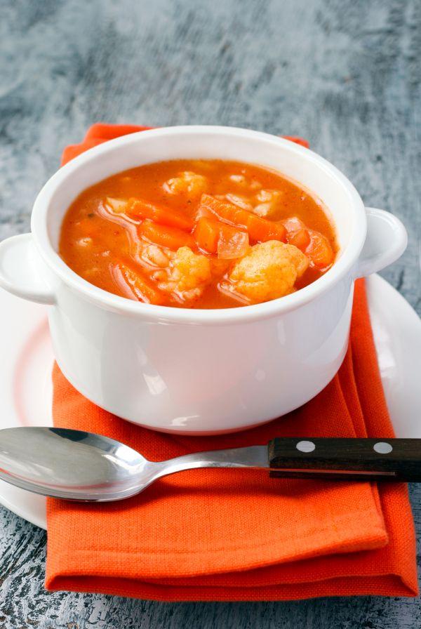 Mrkvová polievka s karfiolom a zemiakmi |