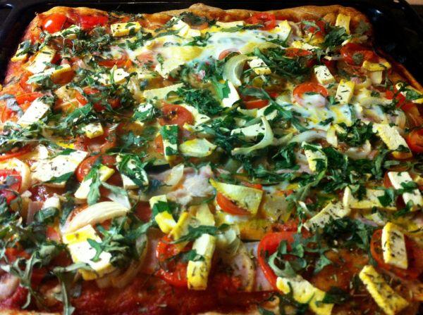 Špaldová pizza s tofu syrom |