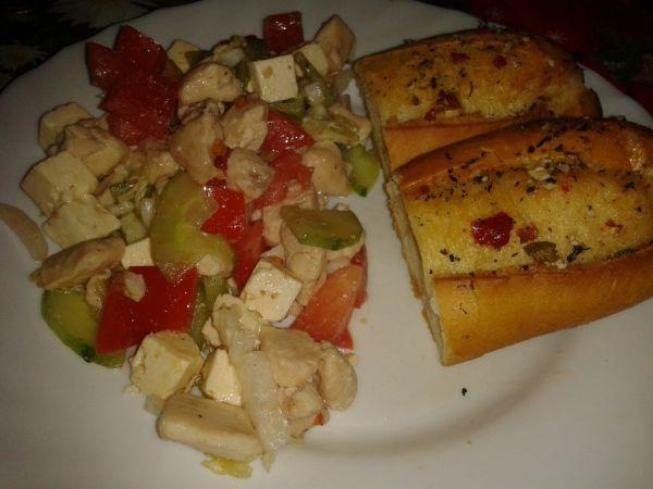 Ľahký zeleninový šalát s kuracím mäsom |