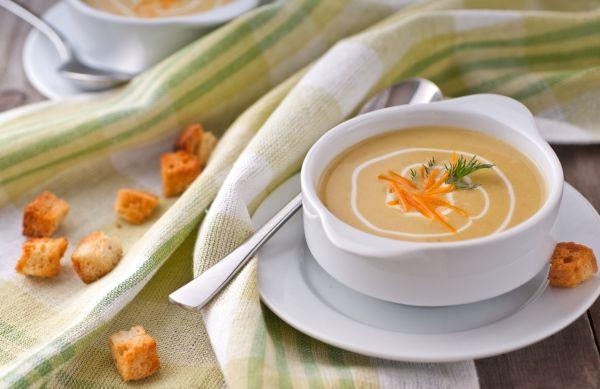 Hrachová polievka so syrom |