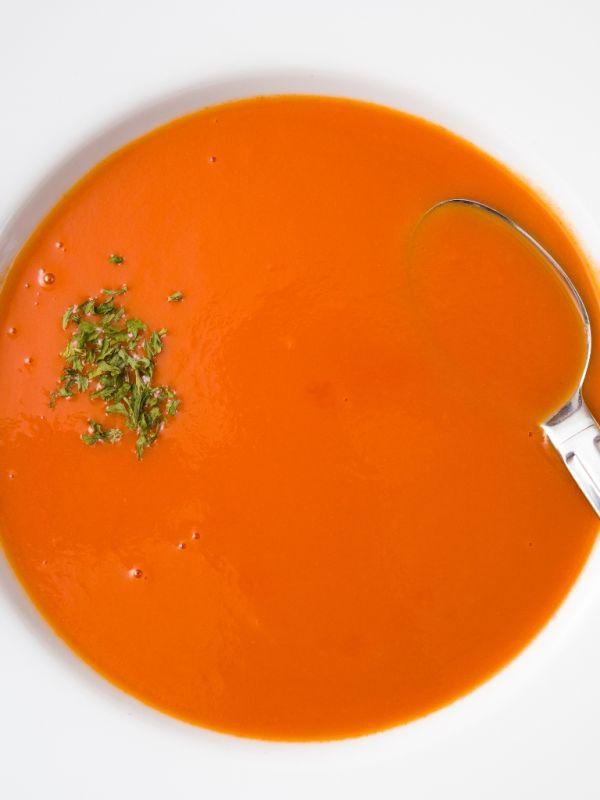 Rajčinová polievka so zápražkou  