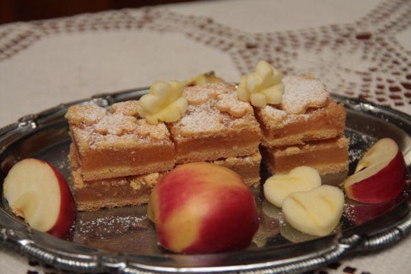 Jablkový koláč s kvietkami |