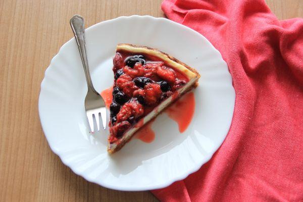 Tvarohový koláč s lesným a záhradným ovocím |