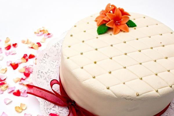 Marcipánová torta s karamelovým krémom |