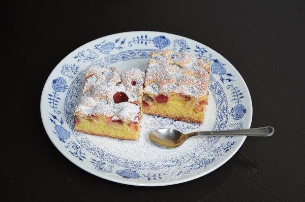 Čerešňový koláč s kyslou smotanou |