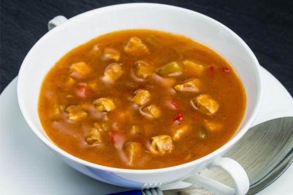 Gulášová polievka zo sójových kociek |