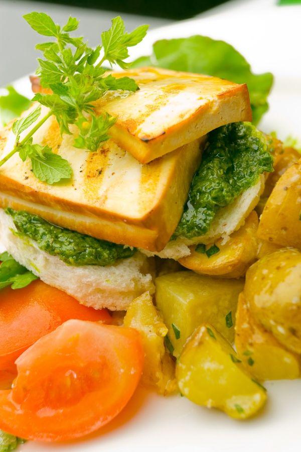 Tofu s pestom a zemiakmi |