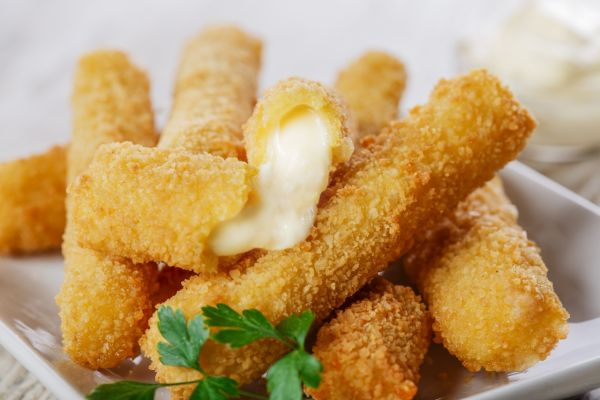 Vyprážané mozzarellové tyčinky |