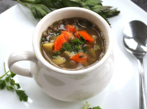Čočková polévka s čertvými bylinkami |