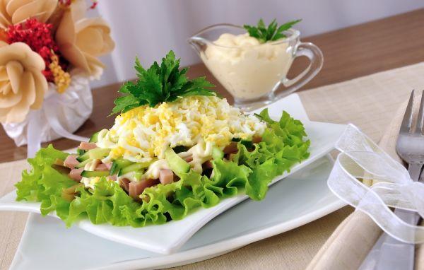 Vajíčkový šalát so šunkou |