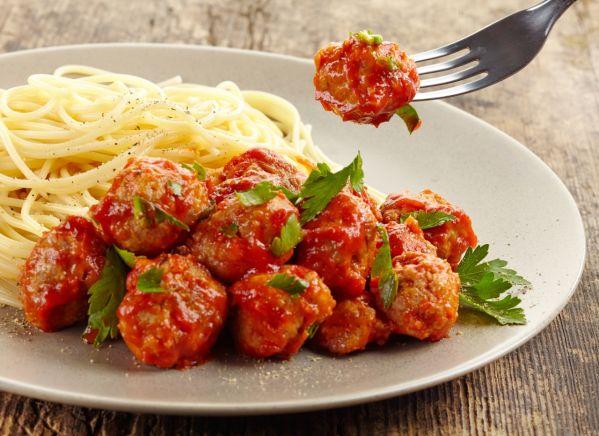Výsledok vyhľadávania obrázkov pre dopyt Mäsové guľky v paradajkovej omáčke... trochu inak.