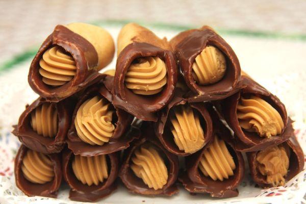 Medové trubičky s karamelovým krémom |
