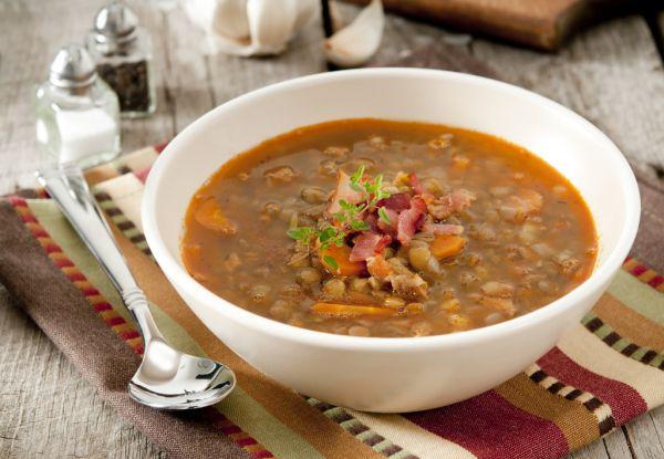 Šošovicová polievka s údeným |