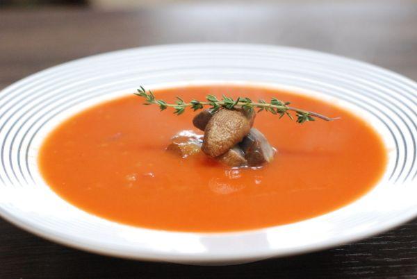 Paradajková polievka s pečenými šampiňónmi ...