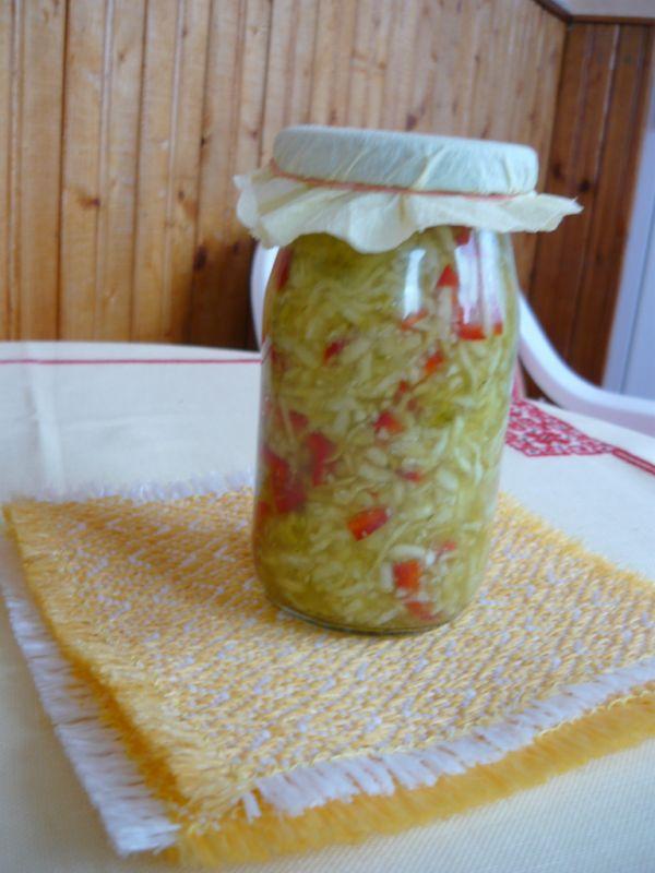 Uhorkový šalát s vegetou |
