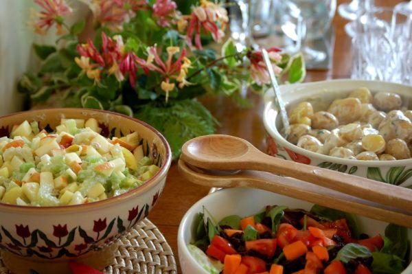 Zemiakový šalát so zelerom a jablkami |